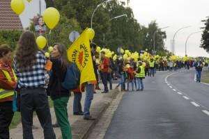 Menschenkette an der Harxbütteler Straße