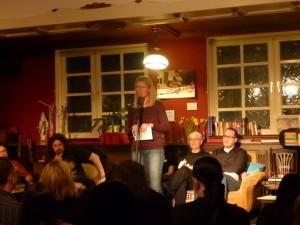 Astrid Buchholz erläutert den Rechtshilfefonds Strahlenschutz e.V.